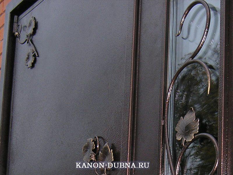 кованые входные двери со стеклопакетом и их цены